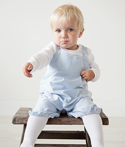 blue-hvit-stripet-knebukse